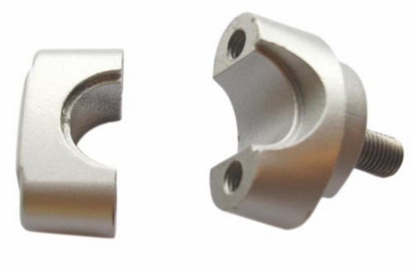 Stuurklem Zwart of Zilver. Onder & Boven deel. Inclusief bouten, moer en ringen. Tomos A3 A35